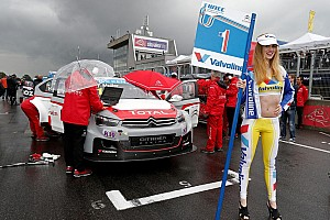 Championship leader has special grid girl