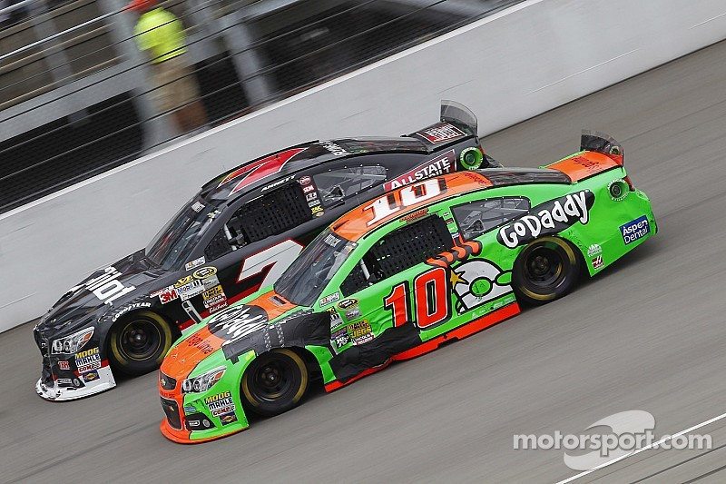 Danica Patrick manages top 20 at Michigan