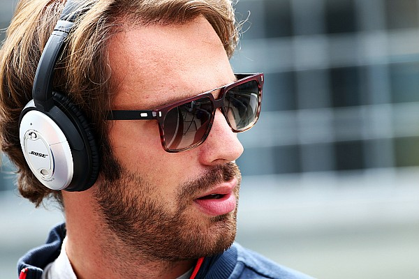 Vergne joins Ferrari to work in simulator