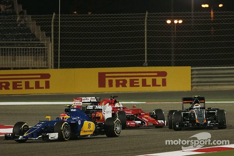 Vettel evita una penalización en la grilla de Baréin