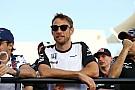 Jenson Button corre y luce en Maratón de Londres