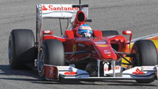 """F1: esordio """"rosso"""" da primo della classe per Alonso"""