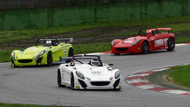 La Lotus Cup si apre nel segno di Cazzaniga