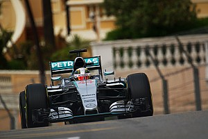 Hamilton confirmation puts squeeze on F1 driver market