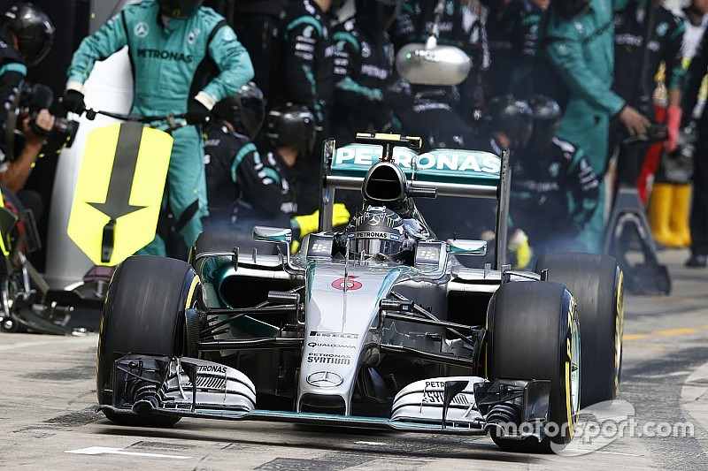 Austrian pit errors highlight intensity of driver fight