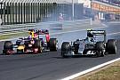 """Rosberg se defende em incidente com Ricciardo: """"a curva era minha"""""""