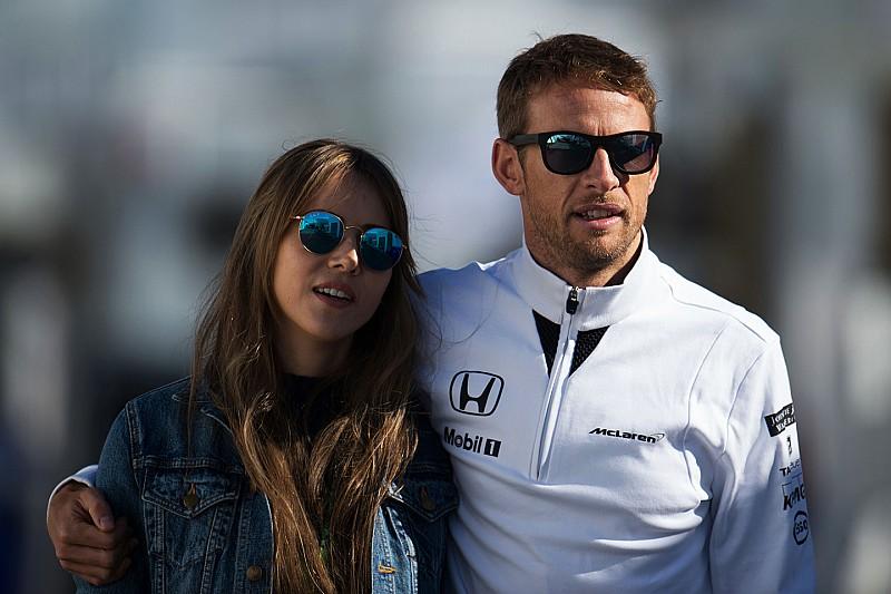 Jenson Button sufre un robo en Francia