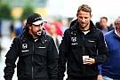 Dennis diz que contrato de Button permanece intacto para 2016