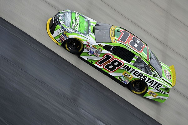 Kyle Busch makes up the difference, keeping his Chase hopes alive