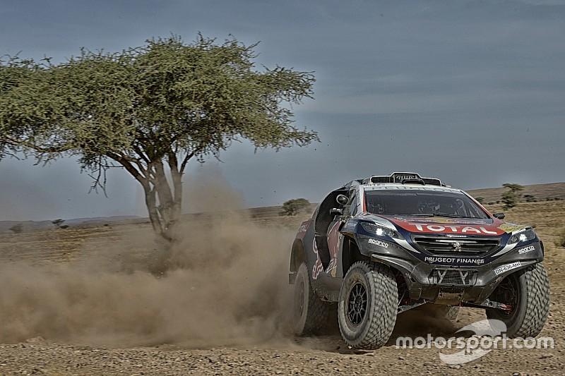 Inicio accidentado de Loeb con el Peugeot 2008 DKR