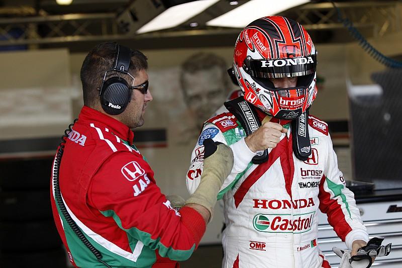 Thailand WTCC: Monteiro wins red-flagged Race 2
