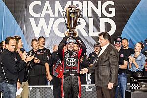 NASCAR Truck Reporte de la carrera Erik Jones se convirtió en el campeón más joven y Crafton ganó la carrera