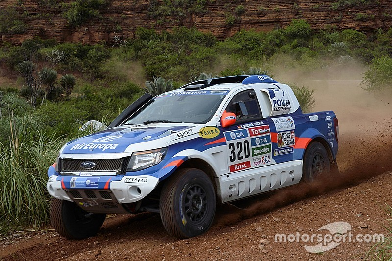 Xavier pons gains three places and guides his ford ranger for Salon 7 places dakar