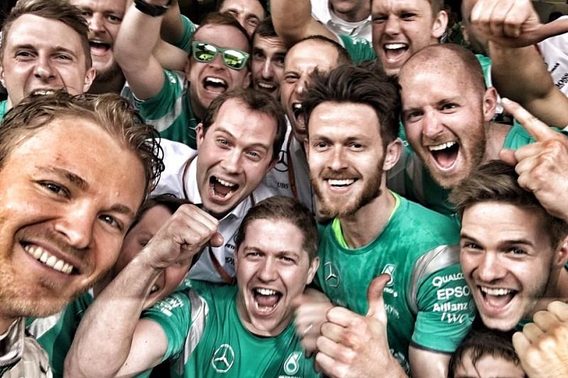 В Mercedes задоволені Росбергом