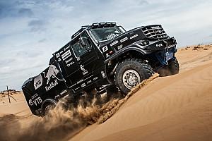 Дакар Важливі новини КамАЗ провів презентацію нової капотної вантажівки для Дакар-2017