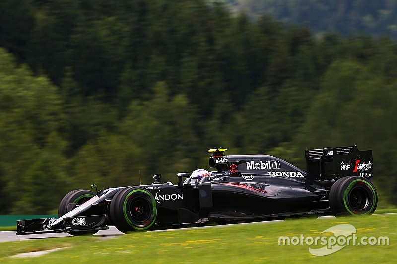 F1オーストリアGP予選:雨で混乱の中、ハミルトンPP。バトン3番グリッド獲得