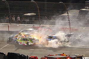 NASCAR Sprint Cup Noticias de última hora Choque de siete autos en Richmond