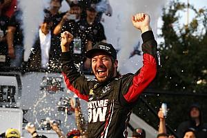 NASCAR Sprint Cup Relato da corrida Truex Jr. vence em Dover; Tony Stewart está fora da briga