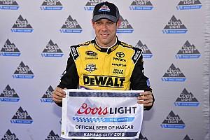 Monster Energy NASCAR Cup Qualifiche Matt Kenseth guida la tripletta Joe Gibbs Racing in Kansas