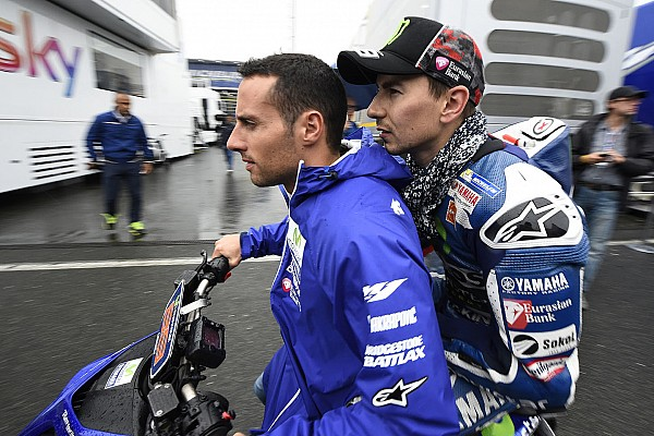 MotoGP Ultime notizie Un incidente porta al divieto all'uso degli scooter in pista al giovedì