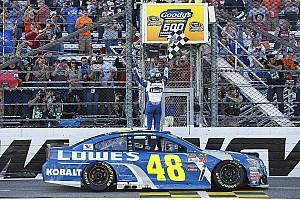 Monster Energy NASCAR Cup Gara Jimmie Johnson vince a Martinsville ed accede alla finale
