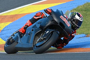 MotoGP BRÉKING Itt vannak az első képek: Lorenzo a Ducatin!