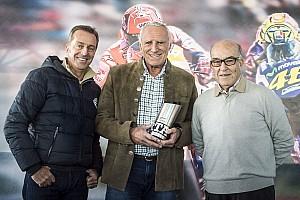 MotoGP Noticias de última hora MotoGP entrega el premio al mejor gran premio del año a Austria