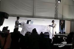 Ralf Schumacher and Juan Pablo Montoya unveiling the FW23