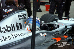 Pitstop practice for McLaren, but wrong helmet