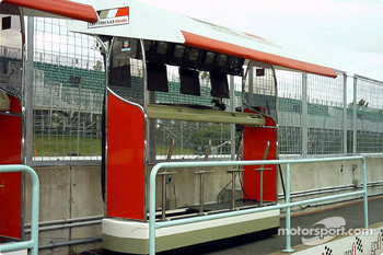 BAR pit wall control station