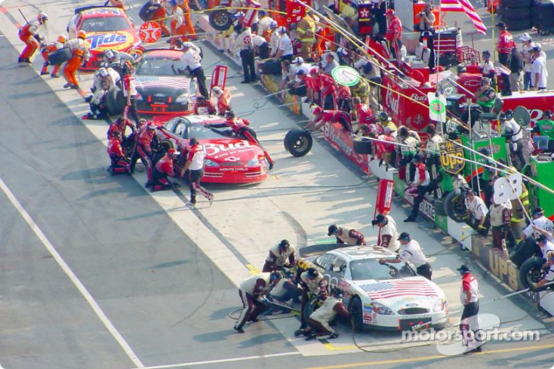 Pit activity: Dale Jarrett and Dale Earnhardt Jr.