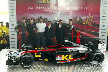 Alex Yoong, Mark Webber and Paul Stoddart presenting the new Minardi Asiatech PS02