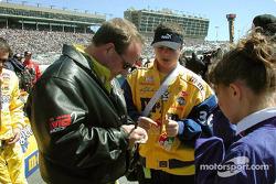 Ken Schrader signing autographs