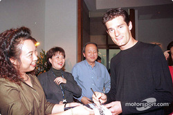 Sponsorship ceremony for Pan Global in Kuala Lumpur: Mark Webber signing autographs