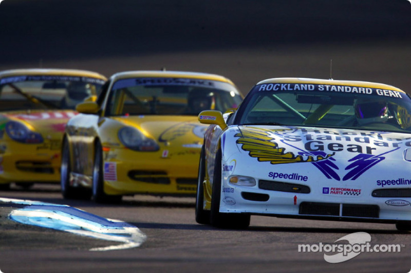 A group of Grand Sport cars run together during practice