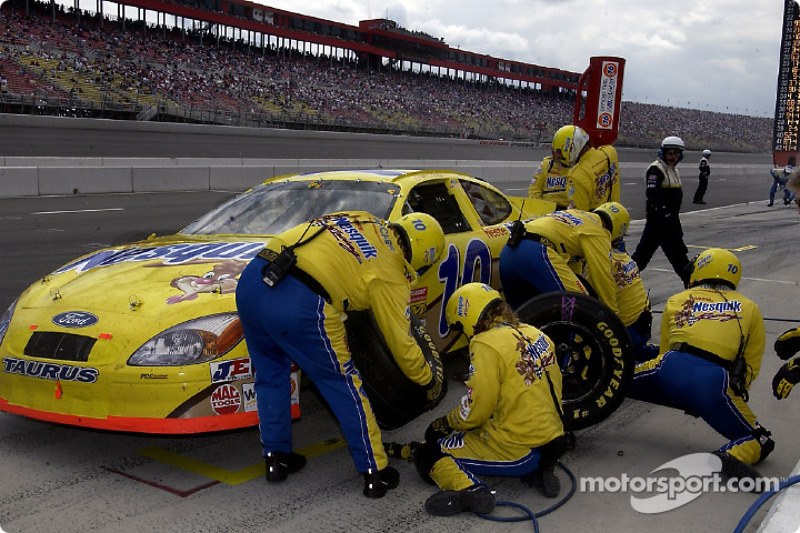 Pitstop for Scott Riggs