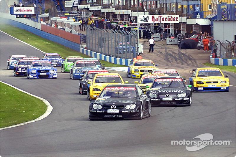 The start: Jean Alesi ahead of the field