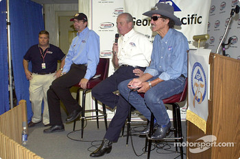 Richard and Kyle Petty announce new sponsorship with Georgia Pacific