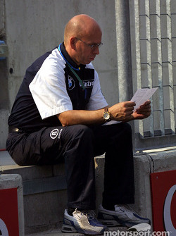 Williams-BMW crew member