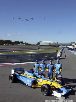 Jarno Trulli, Fernando Alonso, Allan McNish, Franck Montagny and a French air force flyover