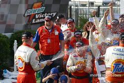 Ricky Craven celebrates victory