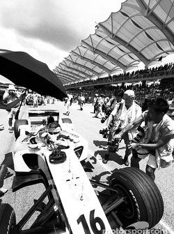 Jacques Villeneuve on the starting grid
