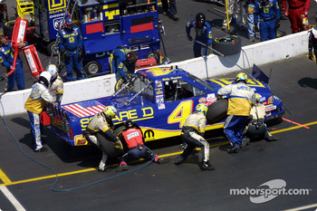 Pitstop for Bobby Hamilton