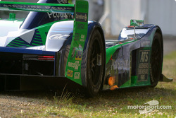 #17 Pescarolo Sport Courage C60-Peugeot: Jean-Christophe Boullion, Franck Lagorce, Stephane Sarrazin in trouble