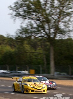 #78 PK Sport LTD Porsche 911 GT3 RS: Robin Liddell, David Warnock, Piers Masarati, and #50 Corvette Racing Gary Pratt Corvette-Chevrolet C5: Oliver Gavin, Kelly Collins, Andy Pilgrim
