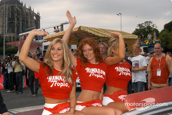 More lovely Hawaiian Tropic girls