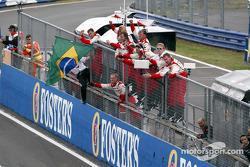 Toyota team members celebrate 7th place finish for Cristiano da Matta