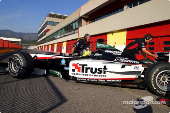 Minardi PS04 first step: Nicolas Kiesa