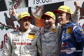 Podium: race winner Christijan Albers with Bernd Schneider and Mattias Ekström