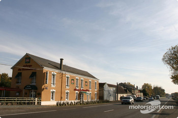 Les Hunaudières: where are the race cars?